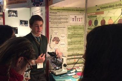 Excelente logro de nuestros estudiantes presentando proyecto.