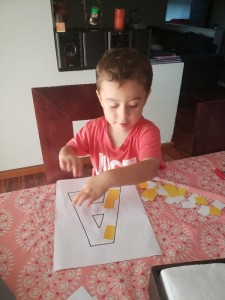 fotos niños trabajando en sus casas PG, 2a semana - marzo2020