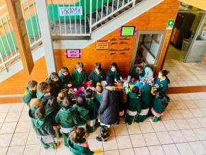 2nd grade confecciona adornos para cooperar con el Hogar María Ester de Sagrada Familia-2019