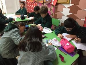 3rd graders aprendiendo de la Antigua Grecia